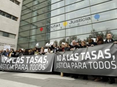 Protesta contra las tasas judiciales en la Ciudad de la Justicia de Valencia