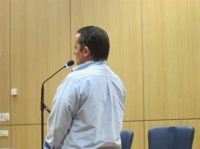 La Audiencia condena a un extrabajador del modisto Montesinos a cuatro años de cárcel por abusar de un menor en su casa