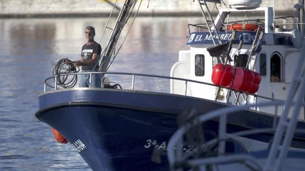 Barcos saliendo de puerto