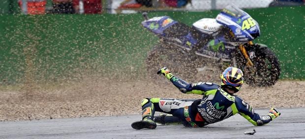 Valentino Rossi sufre una caída
