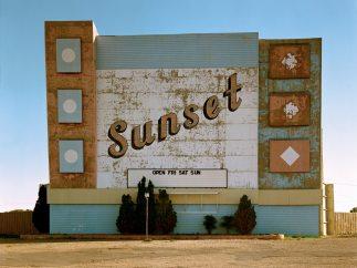 'West Ninth Avenue, Amarillo, Texas, 2 de octubre de 1974'. De la serie Uncommon Places
