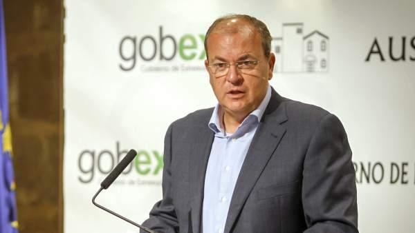 El presidente del gobierno de Extremadura anuncia una bajada de impuestos de 114,3 millones en 2015