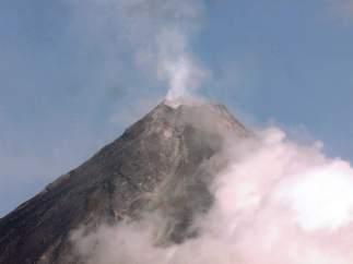 12.000 evacuados por el volcán Mayon