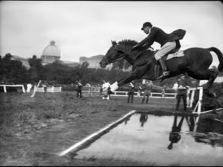 'Salto de obst�culos en el hip�dromo de la Castellana'. Madrid, ca. 1925