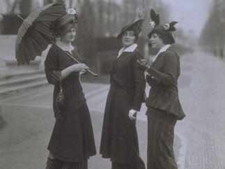 Wilhelm Willinger: Straßenkostüme von unbekanntem Berliner Modehaus, um 1915