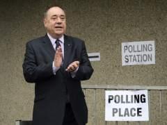 Salmond vota en el refer�dum