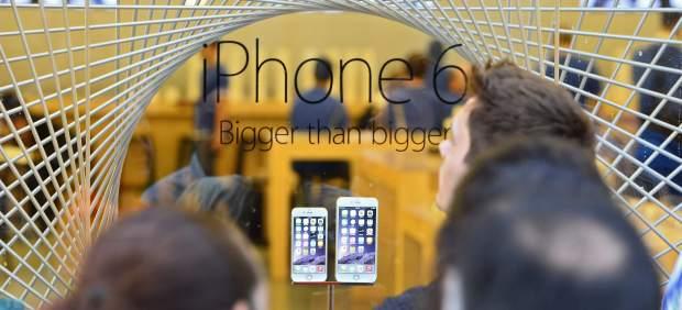 Los iPhone 6 salen a la venta en EE UU en medio de un entusiasmo frenético