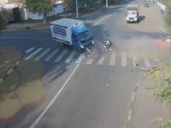 Un ciclista sale ileso de un accidente