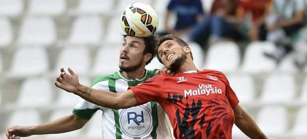 El Sevilla va muy en serio: gana al Córdoba a domicilio y es segundo ya en la clasificación