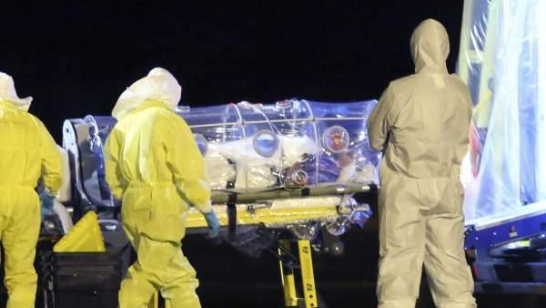 """""""No nos hicieron análisis periódicos"""", denuncian sanitarios que trabajaron con el ébola"""