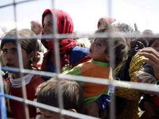 Refugiados kurdos huyen de los combates