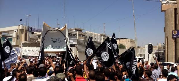 Irak entrega por error alimentos, agua y armas a integrantes de Estado Islámico