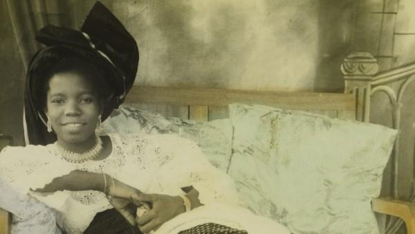 Stella Osarhiere Gbinigie, Benin City, Nigeria, Hand-colored photograph by Chief S.O. Alonge, c. 1950