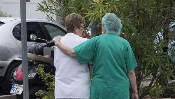 Enfermeros y auxiliares de enfermería: en qué se diferencian a la hora de tratar a un paciente