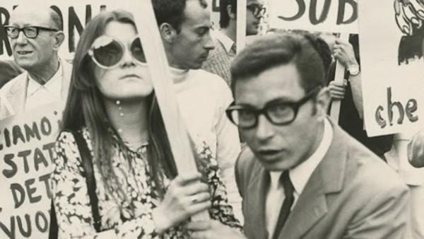 Pro-divorce demonstration in advance of the 1974 divorce referendum, 1974