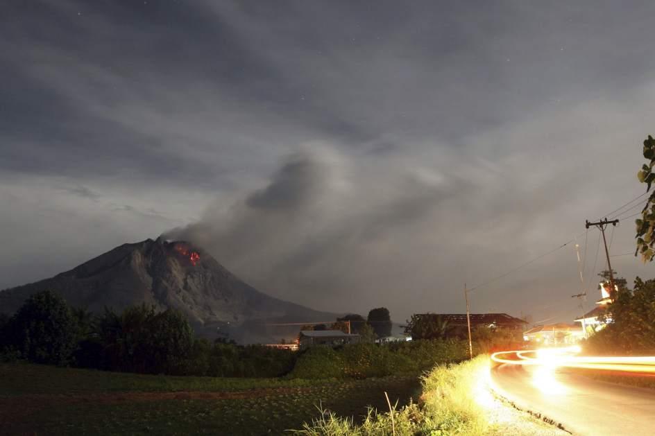 El volcán Sinabung sigue en erupción