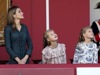 La reina y sus hijas