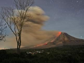 El Sinabung despierta de nuevo