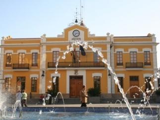 Fachada del ayuntamiento de Burjassot (Valencia).