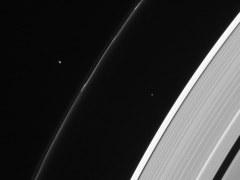 Pandora y Atlas, minilunas de Saturna