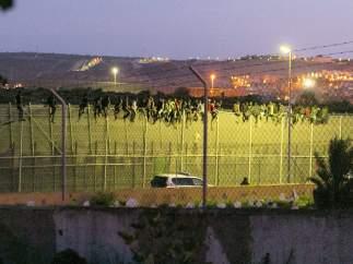 Inmigrantes en la valla de Melilla