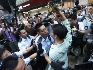 Enfrentamientos entre partidarios y detractores de Occupy Hong Kong