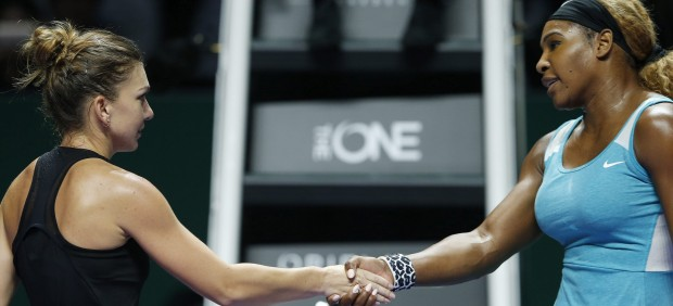 Simona Halep saluda a Serena Williams