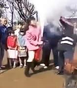 Presentadora 'atacada' por un extintor