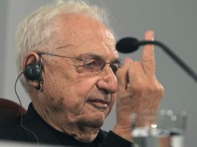 'Peineta' de Frank Gehry a los periodistas