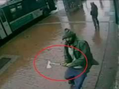 Ataca a dos polic�as con un hacha en NY