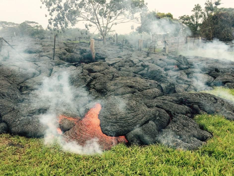 La lava amenaza al pueblo hawaiano de Pahoa