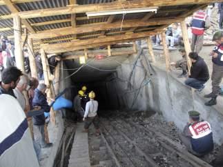 20 mineros atrapados en Turquía