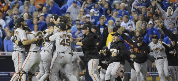 Los Giants de San Francisco ganan las Series Mundiales de béisbol en Kansas City
