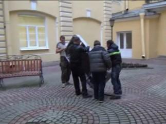 Retiran un monumento de Apple en Rusia