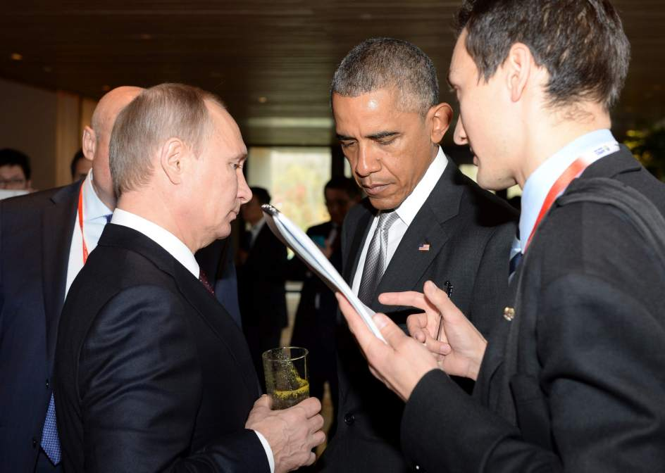 Putin y Obama conversan en Pekín