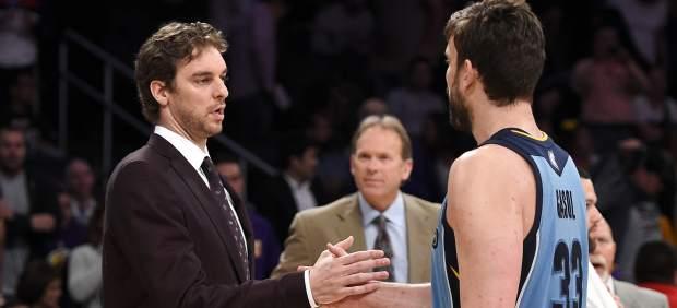 La NBA se rinde a los hermanos Gasol; el resto de los españoles arranca con menos suerte