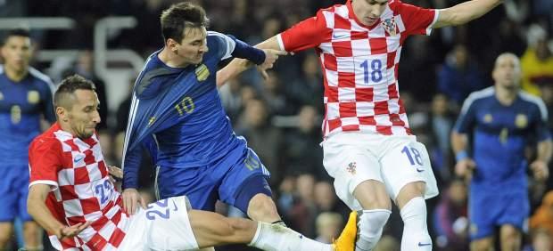Messi lidera la remontada de Argentina ante Croacia, polémica por un gol con la mano de Agüero