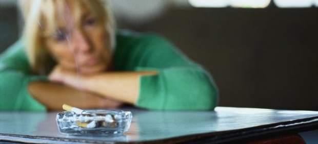 Los neumólogos plantean que fumar delante de los niños se considere maltrato infantil
