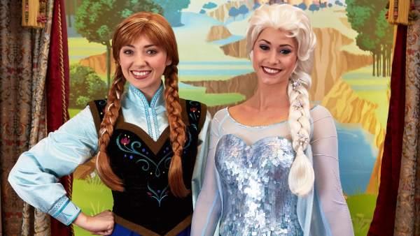 Las princesas Anna y Elsa, de Frozen.