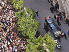 Multitudinaria despedida a la duquesa de Alba en la catedral de Sevilla