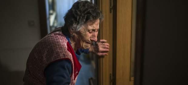 """Carmen, la mujer de 85 años desahuciada en Vallecas: """"Toda la vida luchando y te quitan tu casa"""""""