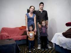 Paula y Carlos con sus dos hijas.