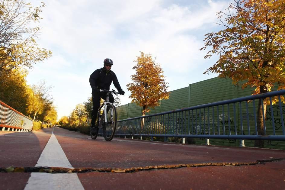 Los ciclistas exigen la reparaci n de grietas y la - Anillo verde ciclista madrid mapa ...