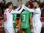 Aspas y Reyes celebran un gol