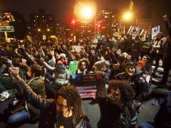 Hallan culpable al policía de Nueva York acusado de matar a un joven negro