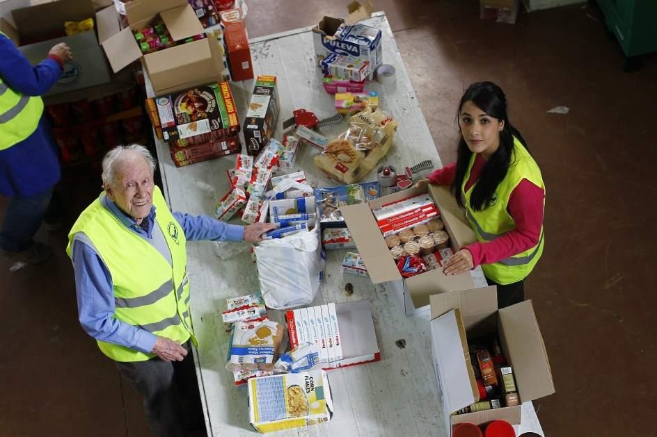 Solidarios sin l mite de edad ayudar a otros en el banco de alimentos me ha dado la vida - Banco de alimentos de las palmas ...