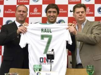 Raúl presentado con el Cosmos