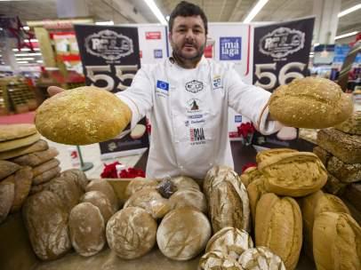 Juan Manuel Moreno, panadero y gerente de la panadería Pan Piña