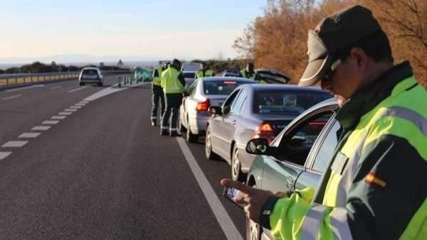 La Guardia Civil sanciona a 2.454 conductores en una semana por consumo de alcohol y drogas