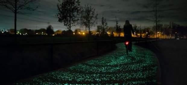 Carril-bici que brilla en la oscuridad